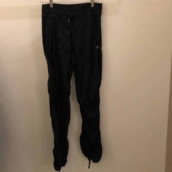 lululemon athletica Pants - Lululemon black unlined studio pant, sz 6, 71197